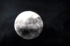 Zwischenwelten (***toile filante***) Tags: moon fullmoon clouds wolken mond night vollmond nacht sky himmel dark dunkel
