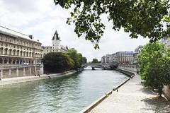 Week-end  La Siene (Paris du Jour Atelier) Tags: paris france seine   parisian architecture building river   urban daylight frana ledefrance palaisdejustice pontnotredame 6me 6arrondissement ledelacit laseine pars