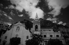 Taormina in b/n (Camillo diB ()) Tags: chiesadisangiuseppe facciata campanile nubi taormina sicilia italia