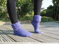 Heatholders (wollstrumpf77) Tags: heatholders girl closeup strickstrumpfhose strickstrumpfhosen strumpfhose skisocken dicke dickesocken fuzzy fuzzysock lila purple purble abs stoppersocken