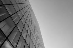 Grande bibliothèque (pi3rreo) Tags: bibliothèque mitterrand urban urbain extérieur haut sky ciel noiretblanc black white paris ville city building immeuble hauteur