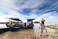 Going home (<Pirate>) Tags: kota kuala muda kedah nature landscape sea boats fisherman fishnet fish traders tsunami memorial palm tree paddy field roti canai teh tarik nasi lemak wonderful ray masters filter gnd 6hard 1018 is stm malaysia