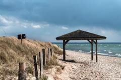Pelzerhaken_2 (ichbinsEvi) Tags: rot neustadt pelzerhaben schleswigholstein germany beach strand himmel sky wolken cloud ostsee meer dnen fujifilm landscape