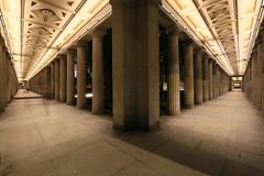 Sulengnge um den Kolonnadenhof (Pascal Volk) Tags: berlin mitte museumsinsel museumisland colonnade kolonnade berlinmitte architektur architecture nacht night beleuchtet illuminated wideangle weitwinkel superwideangle superweitwinkel ultrawideangle ultraweitwinkel ww wa sww swa uww uwa canoneos6d canonef1635mmf4lisusm 16mm