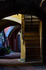 Toirano (01) (Pier Romano) Tags: toirano savona liguria entroterra riviera ligure borgo antico porticato archi vicolo paese old town