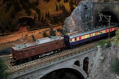 Modell SBB Lokomotive Ae 3/6 II 10439 ( Hersteller Modell Märklin - Hersteller Original SLM Nr. 3013 - Baujahr 1924 - Elektrolokomotive Stangenantrieb ) auf einem Modell der Gotthardbahn im Kanton Bern der Schweiz (chrchr_75) Tags: albumzzz201611november christoph hurni chriguhurni chrchr75 chriguhurnibluemailch november 2016 modellbahn modell gotthardbahn gotthard nordrampe wassen spur spurweite h0 bahn train treno zug model trains miniatures modello trein tåg de tren eisenbahn modelleisenbahn modelleisenbahnanlage anlage reusstal gleichstrom modellbahnanlage gotthardbahnhurni albummodellbahnenderschweiz modellbau schweiz suisse switzerland svizzera suissa swiss