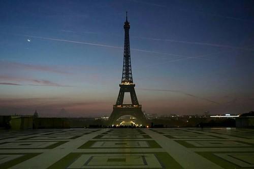M A T I N   #eiffeltower #eiffel #pariscartepostale #parisjetaime #seemyparis #parisweloveyou #_loves_paris  #igersparis #france_vacations #france #love #france_focus_on #Paris #paris_focus_on #paname #street #loves_france_ #streetphotography #love #balad