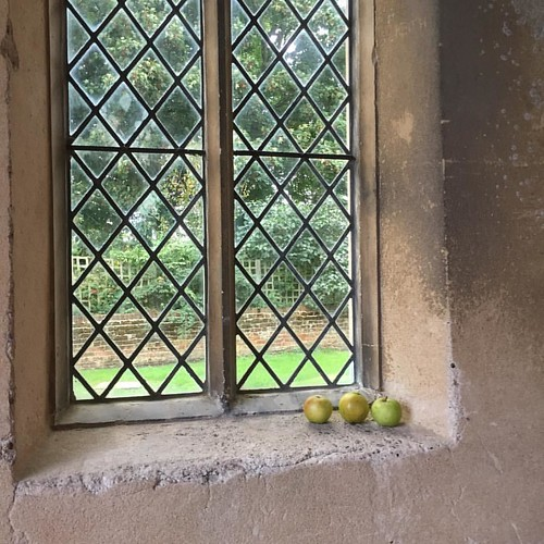 The #apples on the #windowsill of this #church in #southwalsham #mademesmile as I wondered just why they were there 😄 #norfolkbroads #novemberphotoaday #fmsphotoaday #littlemoments