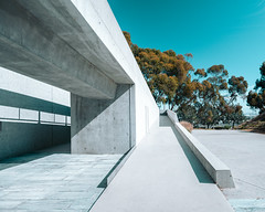 Miles Away (pauses) Tags: stone path nopeople scripps minimal 2016 tsien tectonic todwilliams california institute november billie architecture research buildingexterior curve twbt colourimage architects neuroscience unitedstates concrete sandiego ramp us