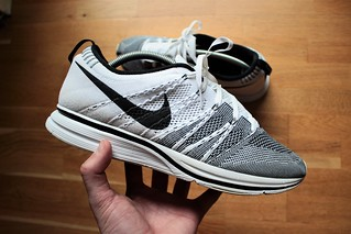 90ead231bb20c4 ... NIKE FLYKNIT TRAINER WHITE BLACK 2012 PADDED VERSION 532984-100 11.5US  ...