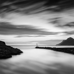 The Way of the Sailorman (DavidFrutos) Tags: davidfrutos portmán cartagena murcia playa beach rocas roca rock rocks waterscape water agua puerto port nubes clouds atardecer sunset monochrome monocromo reflejos reflections canondslr 5dmarkii canon1740mm filtro filter filtros longexposure largaexposición le lee bigstopper nature naturaleza landscape silverefexpro2 minimalism minimalist