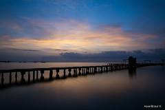 Amanecer en Santiago de la Ribera. (Mari Luz G.) Tags: playa amanecer balneario pantalan