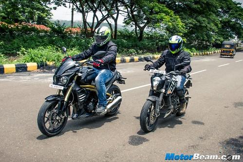 Mahindra-Mojo-vs-KTM-Duke-200-11