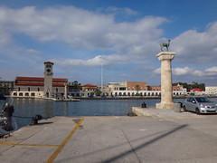La gama y la Iglesia de la Anunciacin. Rodas. Grecia (escandio) Tags: grecia mandraki rodas 2015 isladerodas rodasciudad