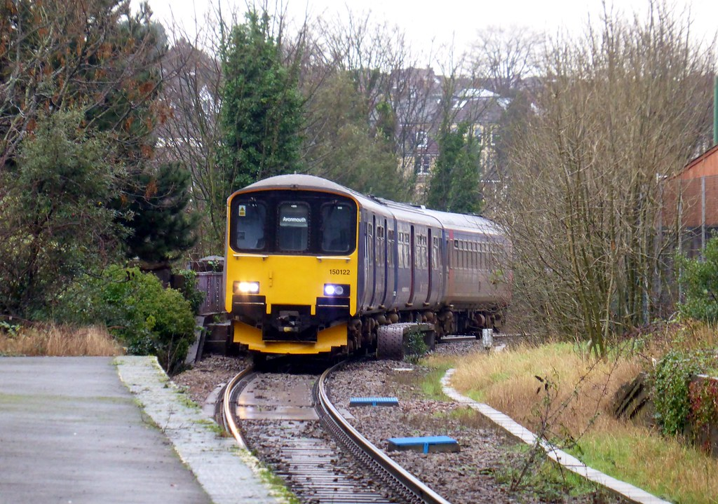 150122 and 153 number 305 Exeter St Davids to Avonmouth 2K18 at Redland