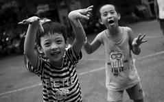 Haiphong - 2016 (hoangcharlie.photography) Tags: streetphotography street scene nikon d7100 35mm vietnam asia haiphong kids monochrome photography stphotographia candid snap outside