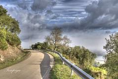 C' sempre una strada da percorrere (Tonpiga) Tags: tonpiga paesaggio panorama strada cielo nuvole nebbia foschia