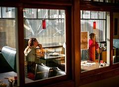 Decisions. #streetstyle #streetphotographer #streettogs #streethunters #streethunt #photography #photographyislife #everybodystreet #photographer #seattle #washington #pikesplacemarket #nyc #nycspc (by Ntino Krampis) Tags: streetphotography streettogs upsp
