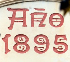 Barcelona - Enric Granados 047 d (Arnim Schulz) Tags: modernisme modernismo barcelona artnouveau stilefloreale jugendstil catalua catalunya catalonia katalonien arquitectura architecture architektur spanien spain espagne espaa espanya belleepoque outerwall wall wand pared paret mur murs decorativo decorative dekorativ verzierung art arte kunst baukunst building gebude edificio btiment sgraffite gaud pattern deco sgraffito esgrafiat esgrafiado liberty textur texture muster textura decoracin dekoration deko