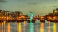 Licht op de Amstelsluizen (Skylark92) Tags: nederland netherlands holland noordholland amsterdam centre centrum water canal boat boot amstel light festival amstelsluizen hdr