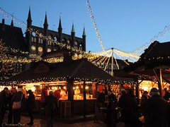 Lbeck's Christmas Market (ChristianeBue) Tags: deutschland germany tyskland schleswigholstein lbeck weihnachten weihnachtsmarkt christmas market jul julemarked beleuchtung light abend evening rathaus townhall