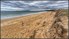 A solas en La Lanzada? (Fernando Fornis Gracia) Tags: espaa landscape mar playa paisaje arena galicia galiza nubes pontevedra lalanzada