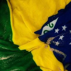 Dos filhos deste solo és mãe gentil, pátria amada Brasil. Saudades do meu país amado (alanalexandreolegario) Tags: verde azul bandeira brasil amarelo coresdobrasil pátriaamada