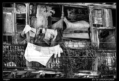 En la cotidianidad (Montse Estaca) Tags: bw woman white black blanco donna mujer balcony negro cuba streetphotography bn clothes balcon bianco nero santiagodecuba ropa terraza urbanlandscape abbigliamento fotografíaurbana