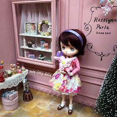Megu in the pink dollhouse at Rosalynn Perle💕 (cute-little-dolls) Tags: christmas pink bunny toy miniature doll display kawaii lovely limitededition dollhouse messagepersonnel jerryberry rosalynnperle
