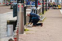 Inktpatroon aangezien als bom zorgt voor paniek in centrum Enschede (Sem van der Wal Fotografie) Tags: november sting 25 bom enschede plein pakketje politie heekplein gevonden vooral gebied verdacht groots nadat woensdagmiddag afgezet