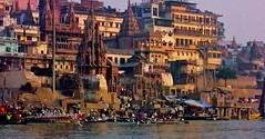 INDIEN, india, Varanasi (Benares) frhmorgends  entlang der Ghats , 14480/7430 (roba66) Tags: indien indiennord asien asia india inde northernindia urlaub reisen travel explore voyages visit tourism roba66 city capital stadt cityscape building architektur architecture arquitetura monument bau fassade faade platz places historie history historic historical geschichte benares varanasi ganges ganga ghat pilgerstadt pilger hindu hindui menschen people indianlife indianscene brauchtum tradition kultur culture indiansequence hinduismus