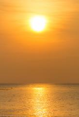 Let the sunshine in your heart (Robert Benatzky Picture) Tags: sun sunset colorsofsunset sonne sonnenuntergang lights lichter reflektionen wasser water meer ocean outdoor lichtreflektionen lightreflection kohphangan thailand totallythailand natur nature sonnenschein sunshine insel island robertbenatzkypicture ufer himmel kste