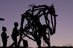 Nios y el caballo (JoseviFotografia) Tags: children nios boys sunset purple rural hourse caballo silhouette sky atardecer twilight
