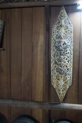 Aboriginal decorative shield (quinet) Tags: 2015 aborigne borneo malaysia sarawak sarawakculturalvillage schirm ureinwohner aboriginal bouclier native shield kuching