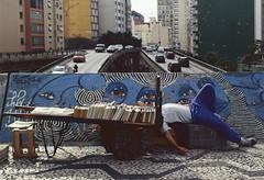 (trocaofilme) Tags: so paulo sp street streetphotography praaroosevelt ruadaconsolao minhoco analog analogphotography kodakfilm ektar kodakektar100 film filmcamera pentax pentaxk2 sleep