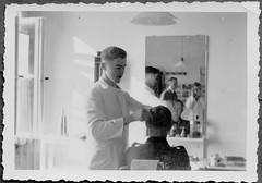 Archiv B660 Friseur in  Trier, 1930er (Hans-Michael Tappen) Tags: haircut lampe 1930s uniform spiegel frisur trier handwerk friseur kittel drittesreich haareschneiden friseurgeschäft 1930er friseurhandwerk archivhansmichaeltappen