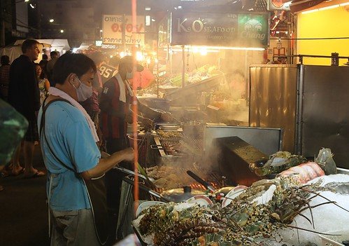 Eating at the Hua Hin night market is a delight