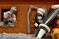 293/365 (Lost Star) Tags: lego gingerbreadhouse day293 minifigures spookygirl day293365 365the2015edition 3652015 messytime 20oct15