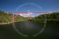 Viaduc de Garabit enjambant les gorges de la Truyre. (Emmanuel LATTES) Tags: railroad bridge pink blue two sky en cloud france rose metal clouds river de la iron arch central arc railway eiffel rivire des line crescent viaduct bleu ciel valley pont nuage nuages gorges chemin auvergne fer ligne catenary gustave viaduc arche 1884 hinged wrought massif valle cantal catnaire spanning mtallique garabit causses ouvrage catenaries margeride ferroviaire truyre forg ruynesenmargeride catnaires puddl ruynes twohinged