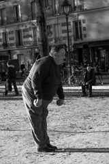 Les boules (Richard Holding) Tags: street playing man paris smile smiling sport canal fat leisure sourire homme gros ptanque