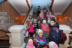 17. Humanitarian assistance for refugees at Svyatogorsk Lavra / Раздача гуманитарной помощи беженцам Лавры