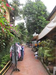 "Luang Prabang: notre quartier, côté Mékong. <a style=""margin-left:10px; font-size:0.8em;"" href=""http://www.flickr.com/photos/127723101@N04/23786356291/"" target=""_blank"">@flickr</a>"