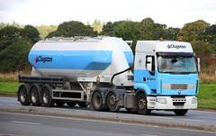 RENAULT Premium - CLUGSTON Scunthorpe (scotrailm 63A) Tags: lorries trucks tankers