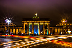 Festival of Lights 2016 (Robert.B. Photography) Tags: berlin langzeitbelichtung licht tor brandenburgertor gebude architektur laser festivaloflights strase autos touristen himmel farbe wolken longexposure light gate brandenburggate building architecture street cars tourists sky color clouds