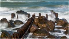Waves_5691 (uwe_cani) Tags: dnemark denmark wellen waves water wasser nordsee northsea ocean meer langzeitbelichtung bulb exposure buhnen breakwater steine stones