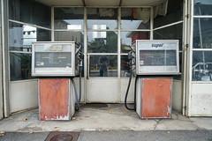 N7 Garage in Tain-L'Hermitage 18.9.2016 4355 (orangevolvobusdriver4u) Tags: rn7 route national 7 routenational7 routebleue 2016 archiv2016 france frankreich n7 rhonealpes tainlhermitage garage tankstelle gasstation werkstatt