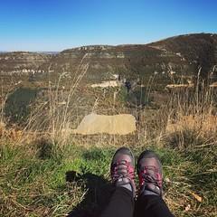 Petite pause sur le plateau (Reb et Ka) Tags: aveyron larzac randonnée october hiking explore nature occitanie breathe