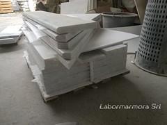 pedate in marmo bianco  con coste a toro