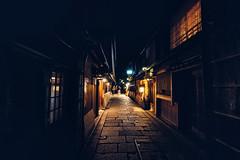 Dark Gion (Pikaglace) Tags: sony a7 lion kyoto japan japon asie asia city street photo travel dark sombre rue pavement pave lumires enseignes restaurants night nuit