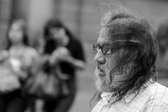 Viento (Lukas Osses Codelia) Tags: blanco negro negros pareja viento escaleras bajada abuela arrugas perfil barba cadenas plaza armas fierro